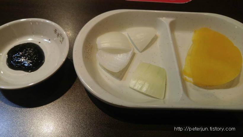 단무지, 양파, 춘장