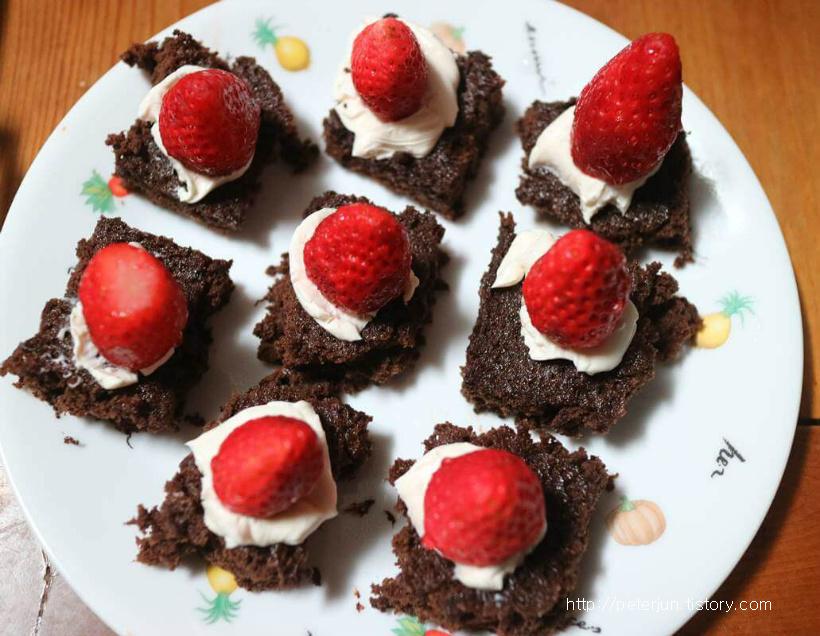 딸기 올린 케이크