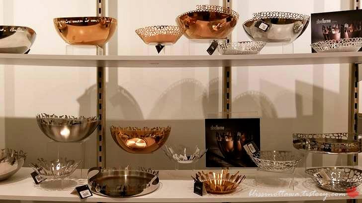 금속 공예 그릇입니다